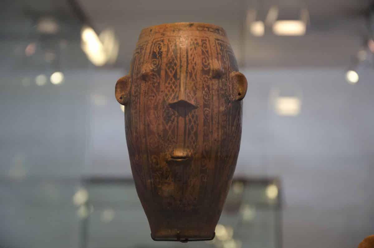 A vessel as a painted face; Cultura Puruhá (1250 – 1530 CE); Casa del Alabado, Quito, Ecuador    ©Angela Drake