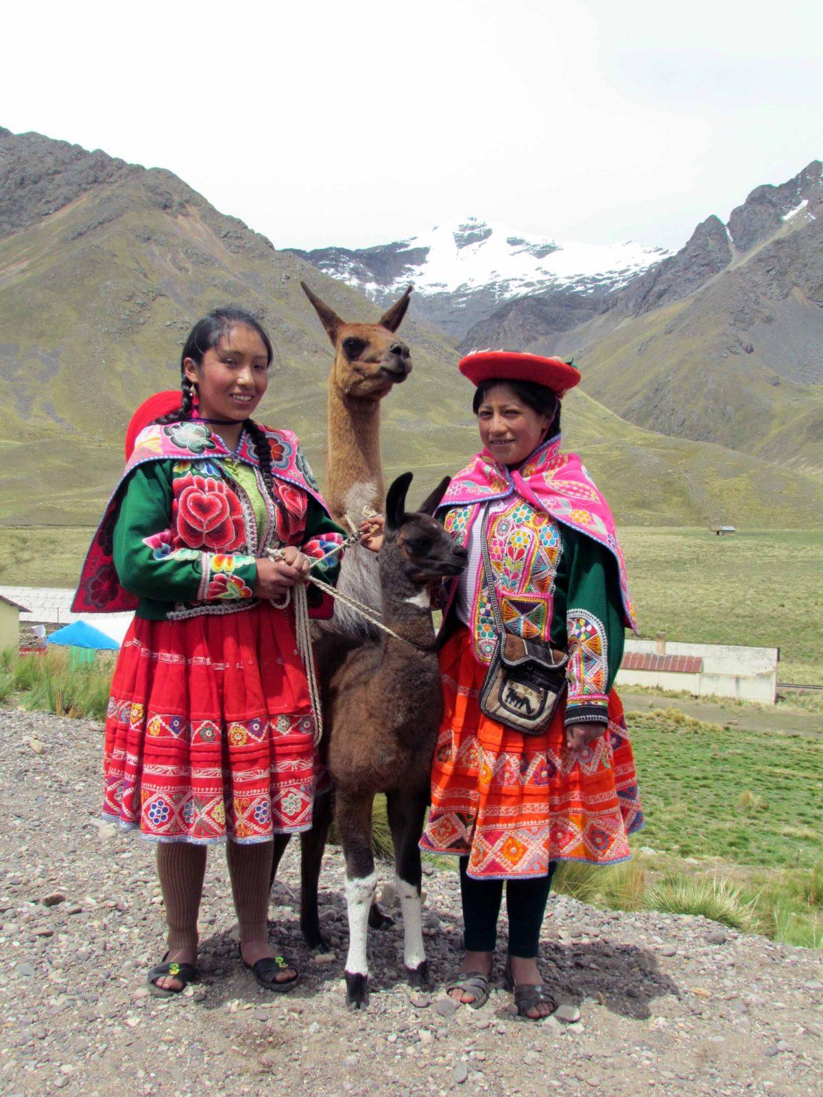 Locals, La Raya Pass, Peru | ©Angela Drake