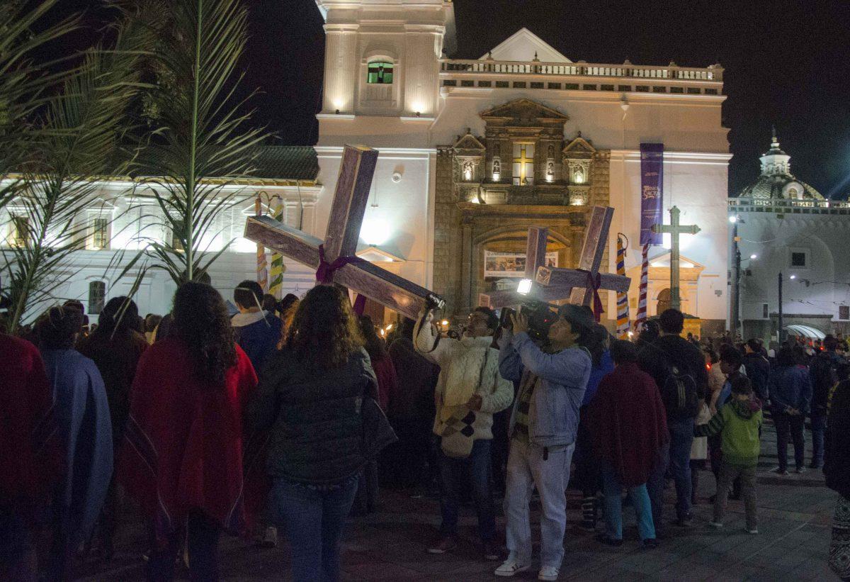 Iglesia Santo Domingo; Procesión de Luz, Holy Thursday, Quito; 2015 | ©Angela Drake