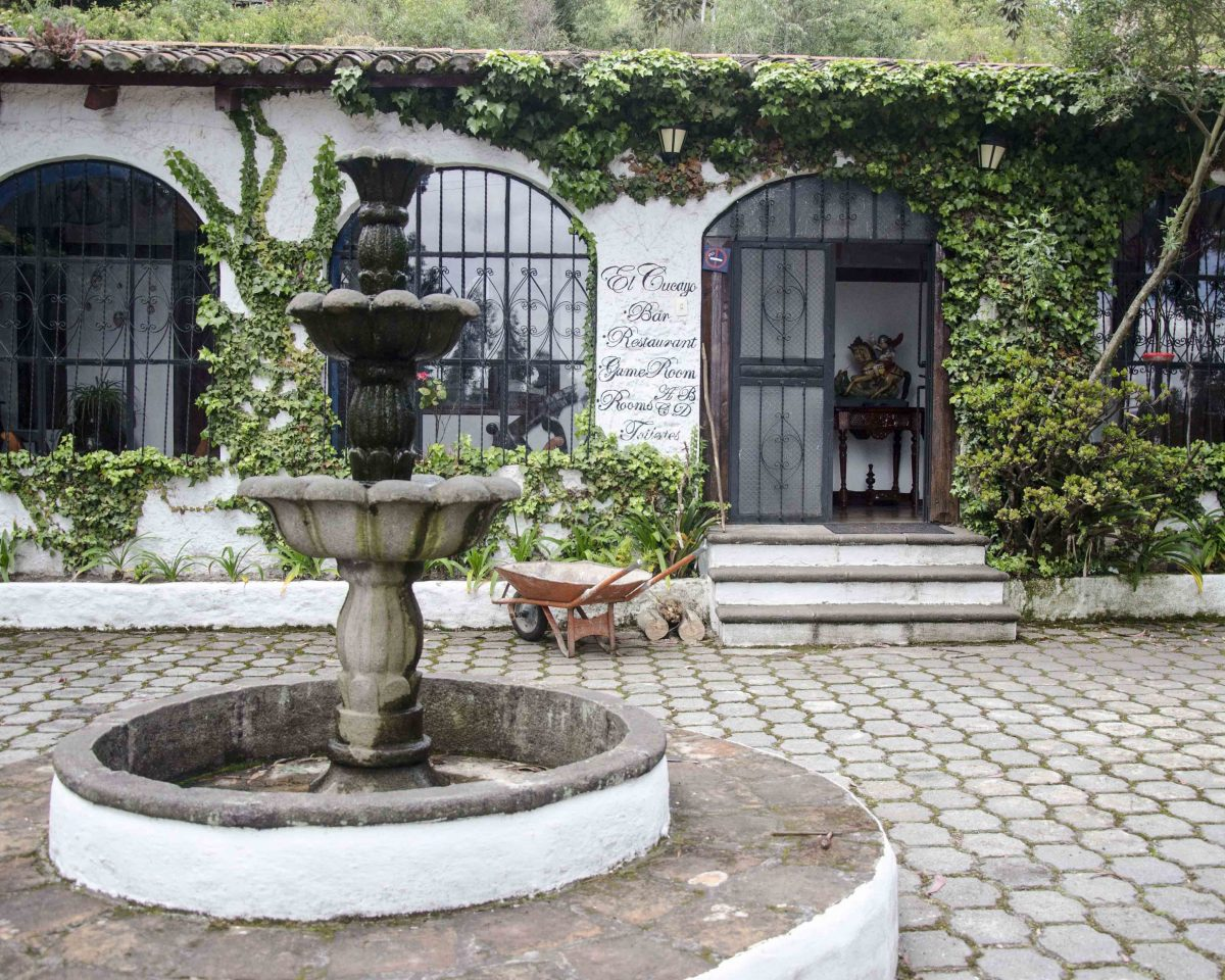 Statue, San Jorge Eco Lodge, Quito