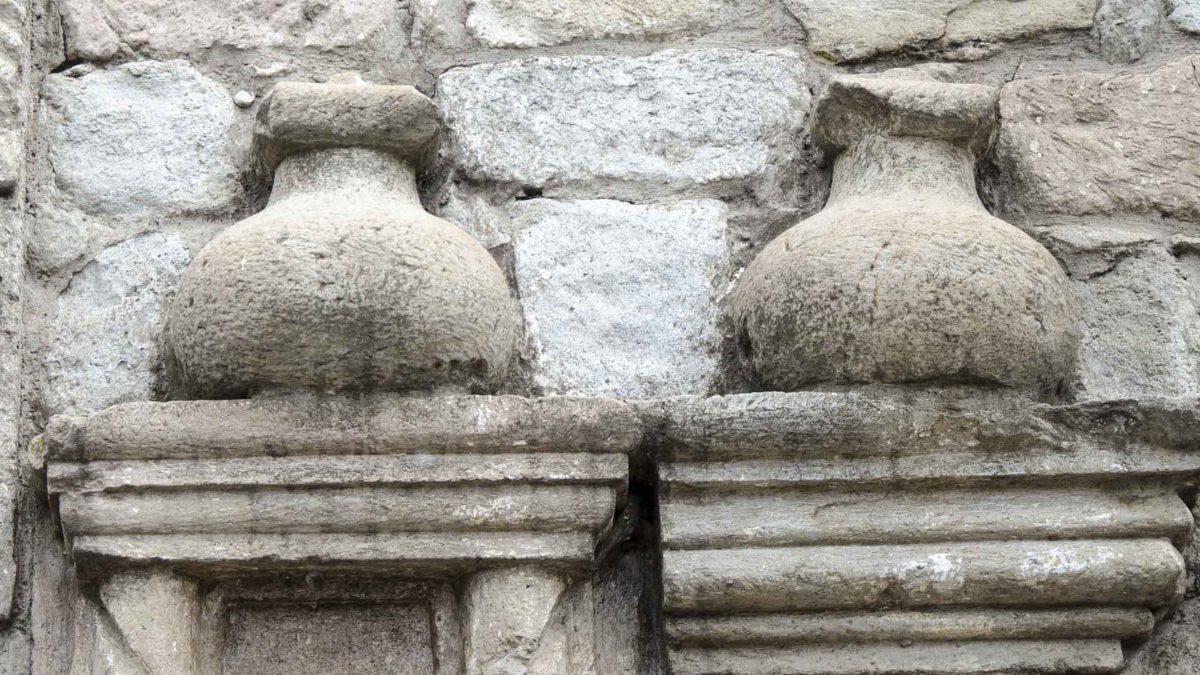 Pottery Jars in Stonework on the oldest church in Ecuador, Iglesia del Balbanera, Colta | © Angela Drake
