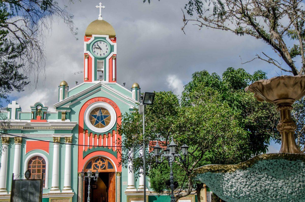 Iglesia de Vilcabamba, Ecuador   © Angela Drake