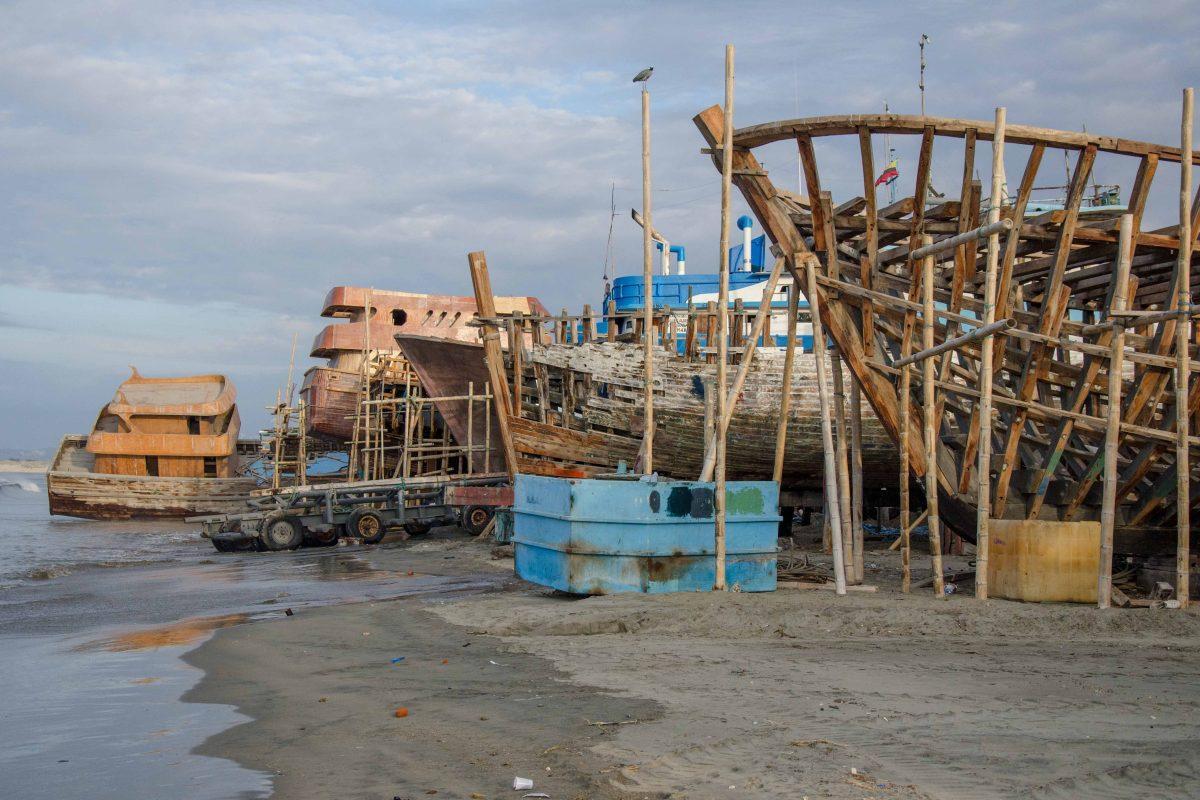Boat Building in Manta, Ecuador   ©Angela Drake / Not Your Average American
