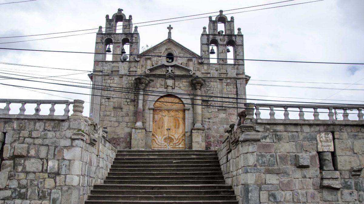 Front door and facade of the Colonial Church in Sicalpa Viejo, Ecuador | ©Angela Drake / Not Your Average American