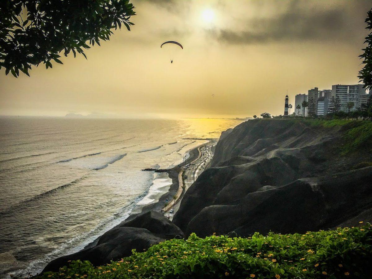 Parasailing at Sunset, Lima Peru | ©Laura Frasse