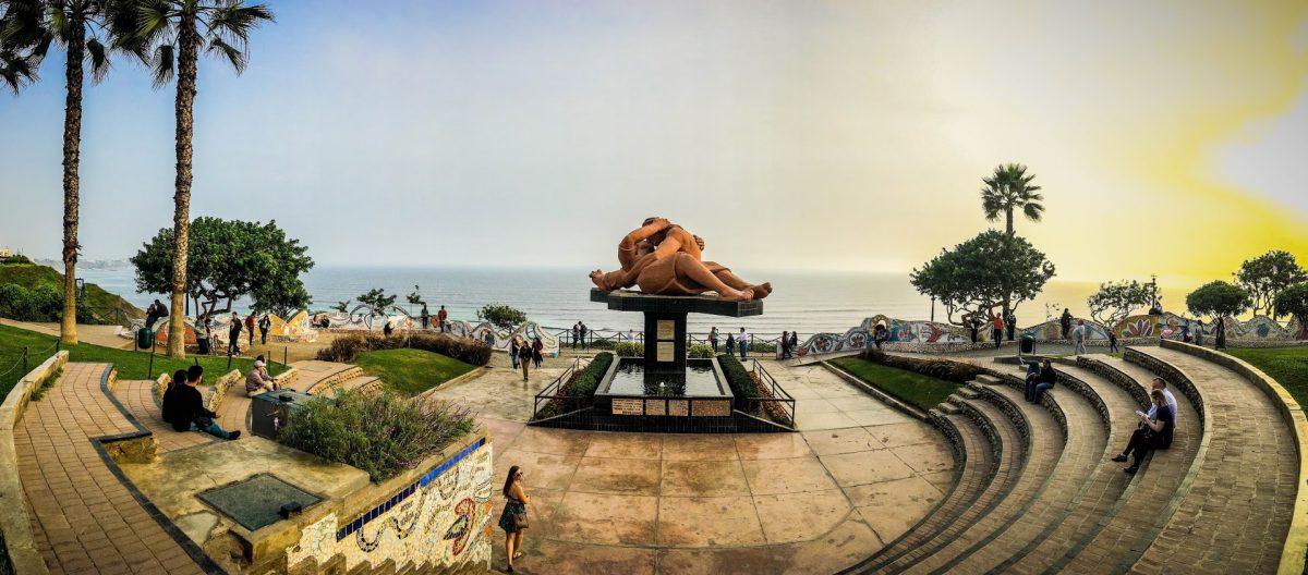 El Beso, Parque de Amor, Lima Peru | @Laura Frasse