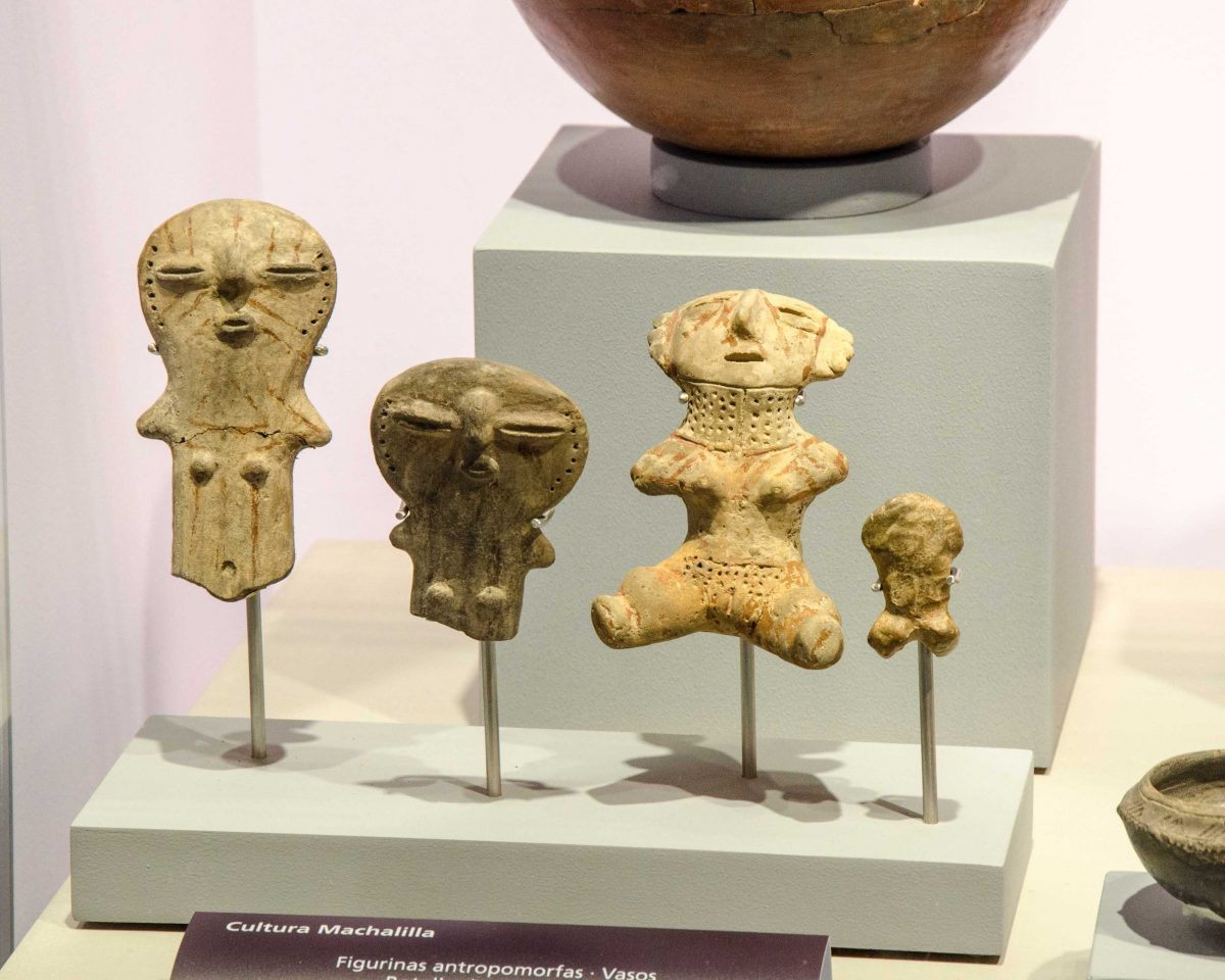 These figures are from the Machalilla Culture. They lived in the same region as Valdivia but only lasted about 400 years.