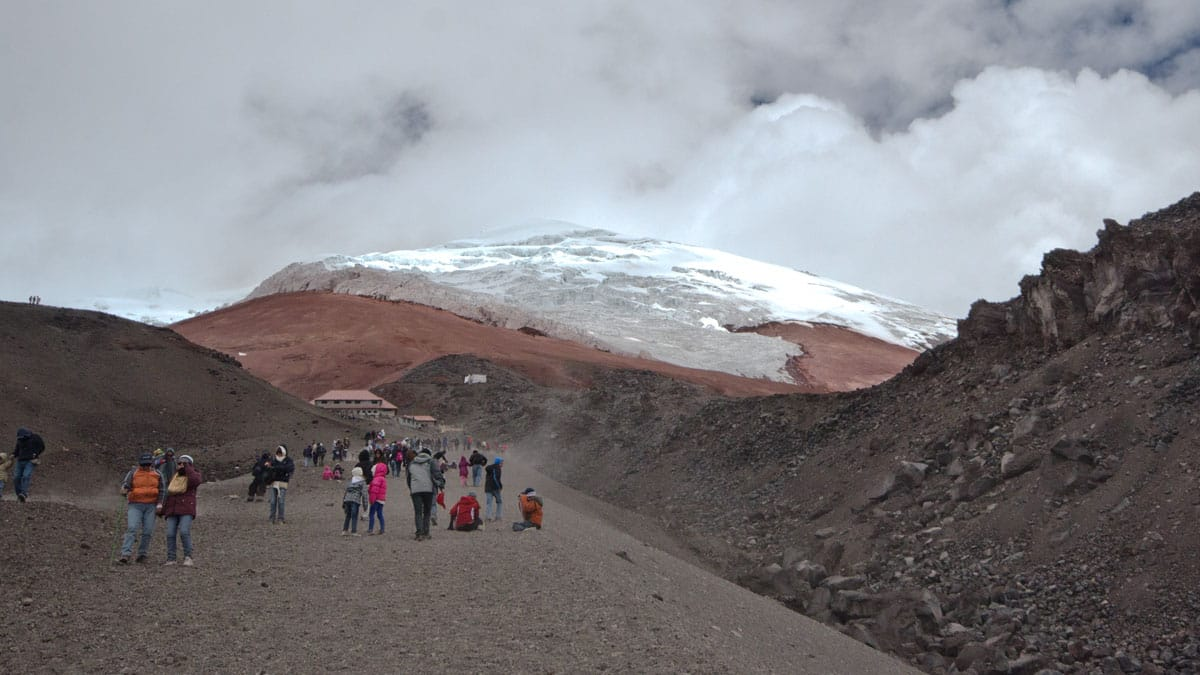 """Hiking """"up-the-gut"""" to the Cotopaxi Refugio 