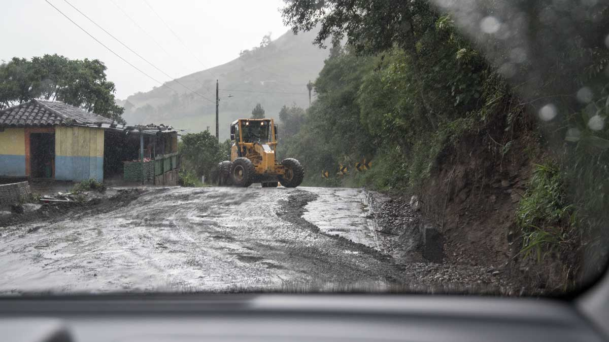 Roadwork between Loja and Vilcabamba, Ecuador | ©Angela Drake