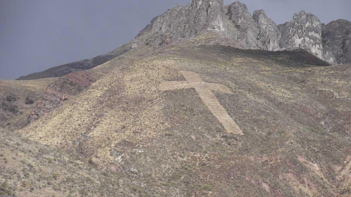 Cross on Mountainside, Chivay, Peru | ©Eleanor Hughes