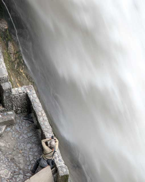 Photographing the Pailon del Diablo Waterfall, Rio Verde, Ecuador   ©Angela Drake