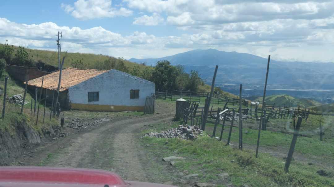 A Farmhouse on the Alternate Route | ©Angela Drake